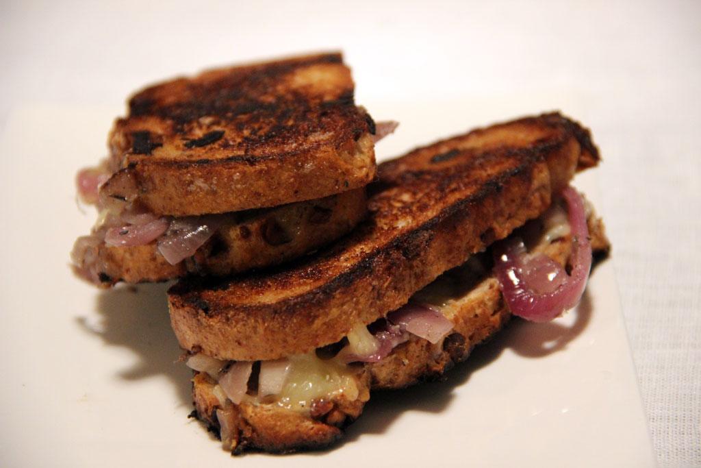 grilled-cheese-facon-soupe-oignon
