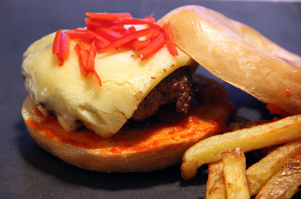 bagel-burger-sriracha