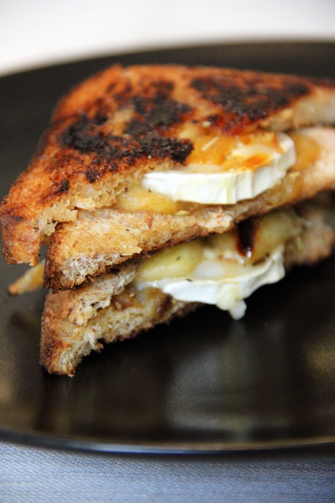 grilled-cheese-chevre-pomme-miel-2