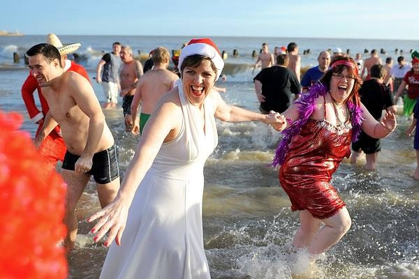 lowestoft-christmas-swim1
