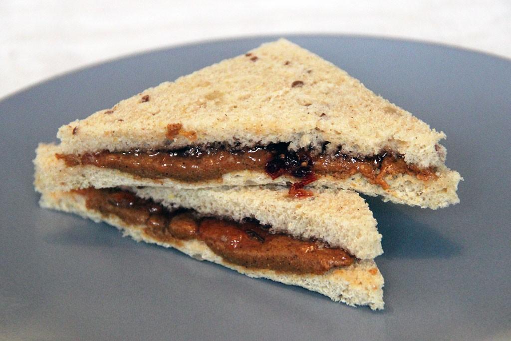 sandwich-beurre-cacahuete-confiture-2