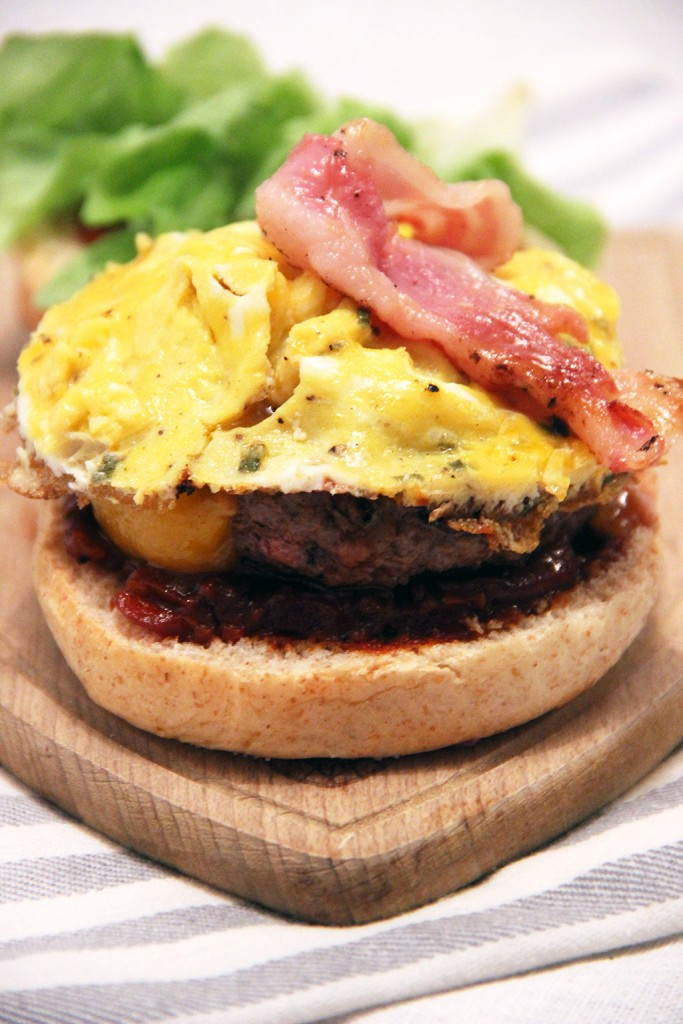 burger-bacon-oeuf-brouille