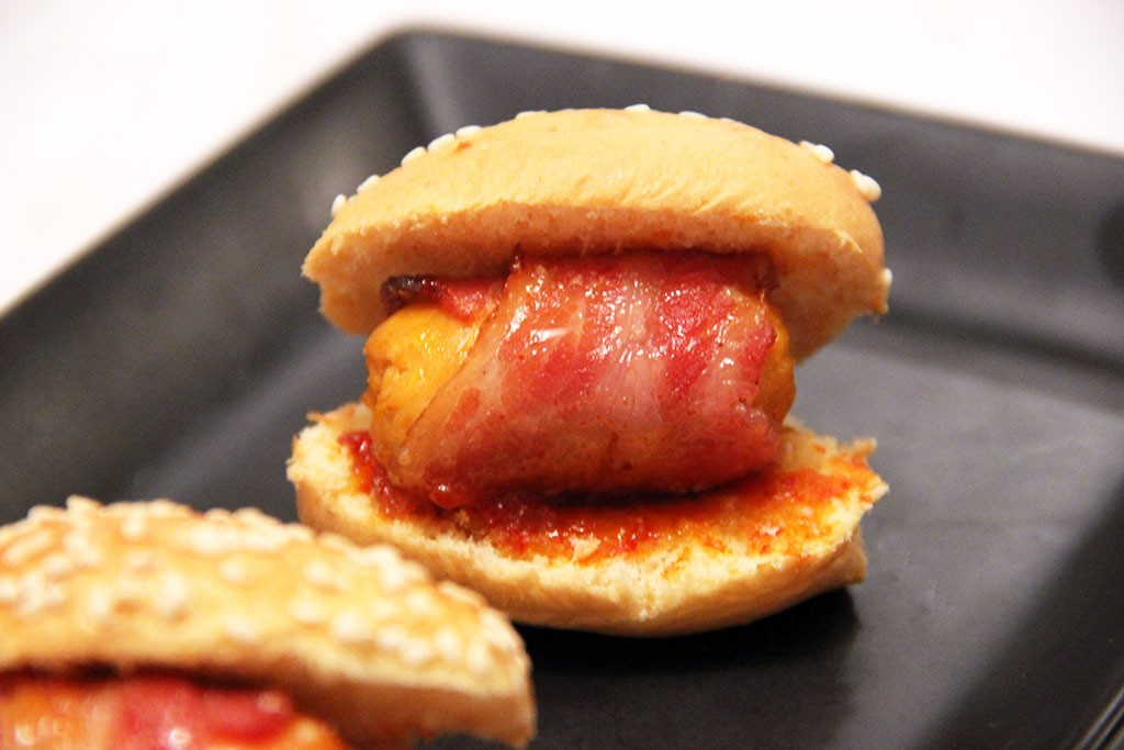 mini-hot-dog-sriracha-miel-2