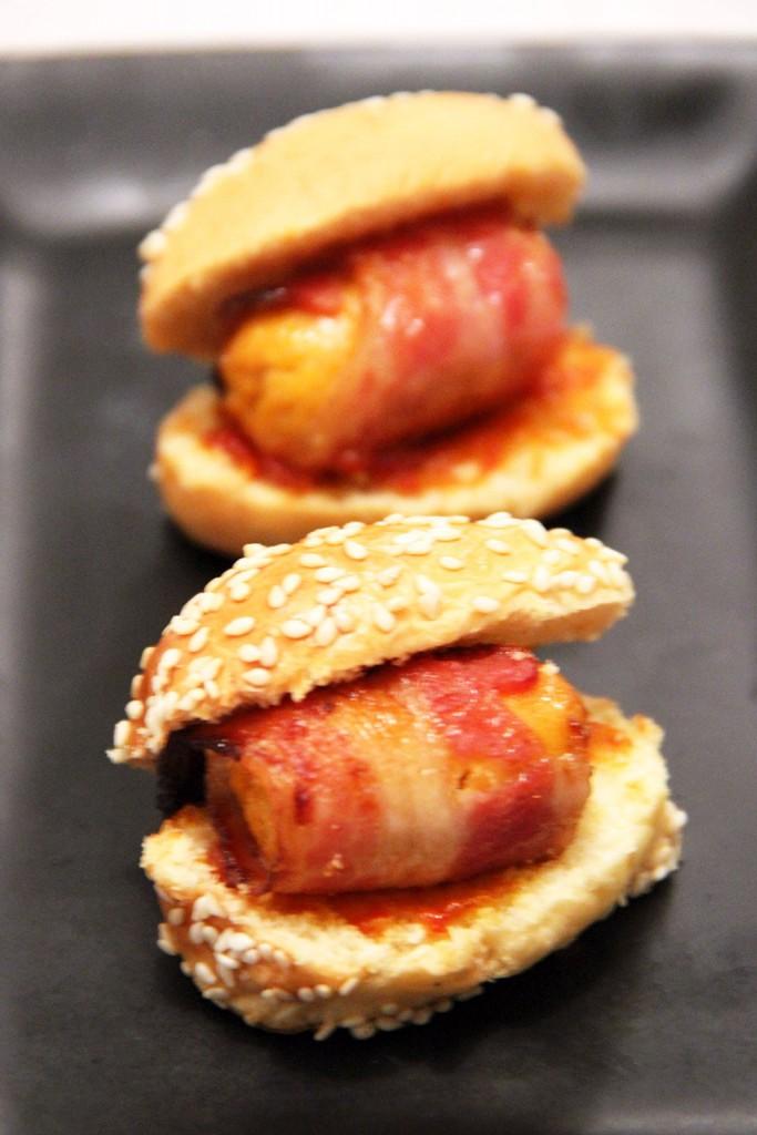 mini-hot-dog-sriracha-miel