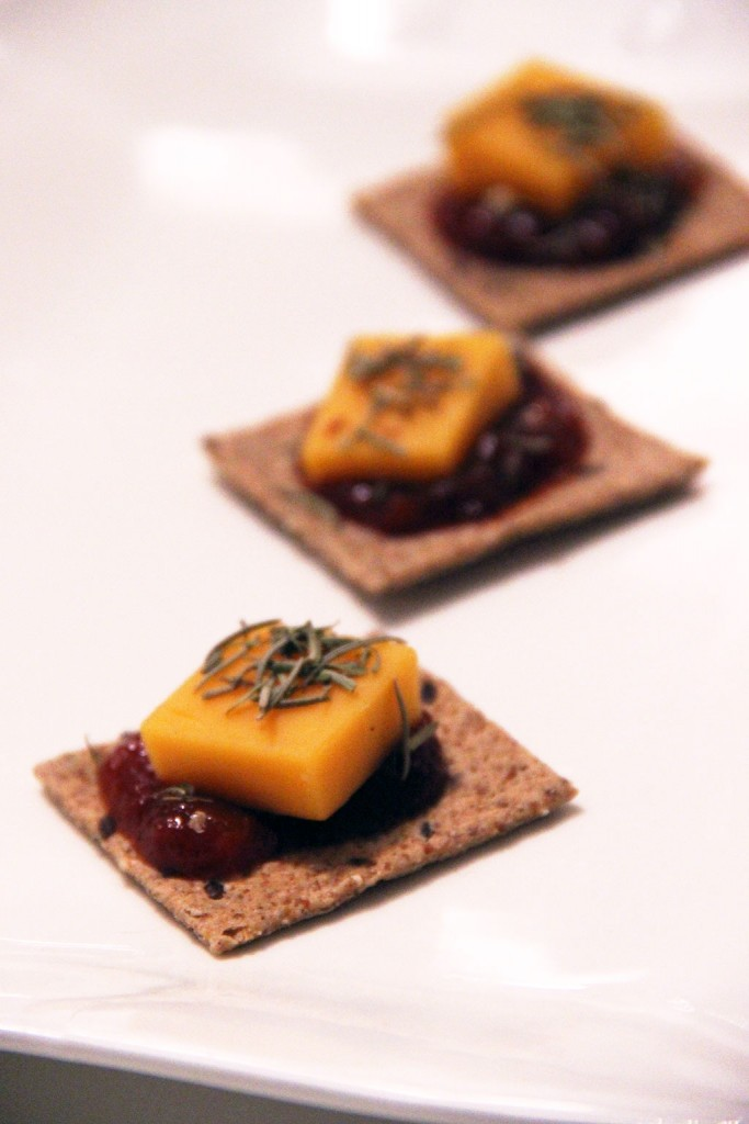 crackers-cheddar-tomato-relish-2