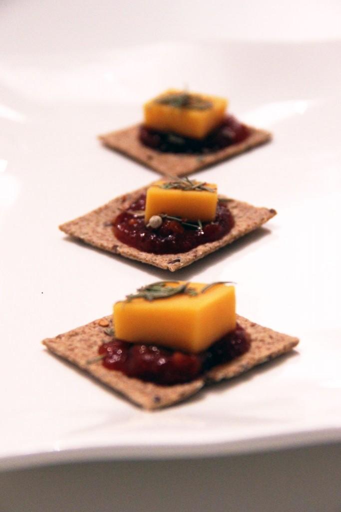 crackers-cheddar-tomato-relish-3