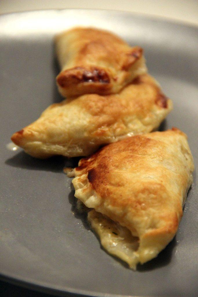 empanadas-caprese-2