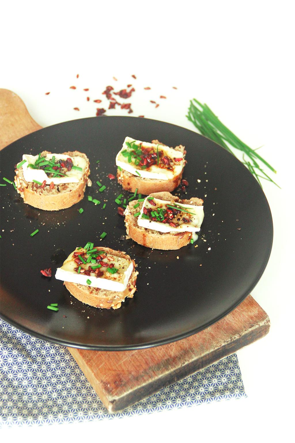 Toasts Au Brie Et A La Grenade Sechee Not Parisienne
