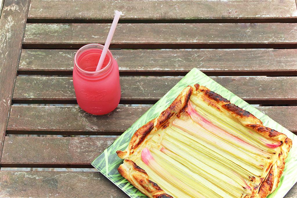 Tarte à la rhubarbe au miel de pissenlit