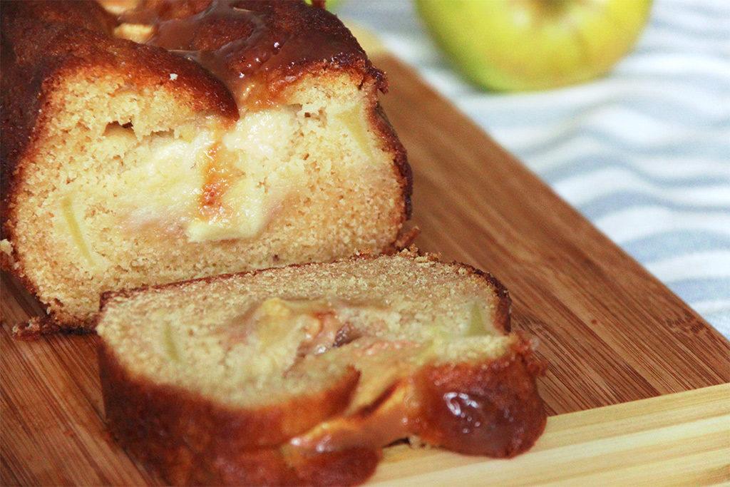 Cake aux pommes et caramel au beurre salé