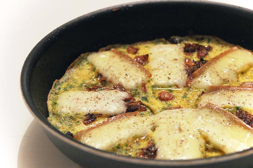 Omelette raclette et fondue d'échalote