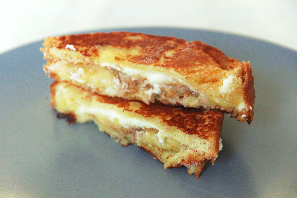 Grilled cheese banane, coco et sésame