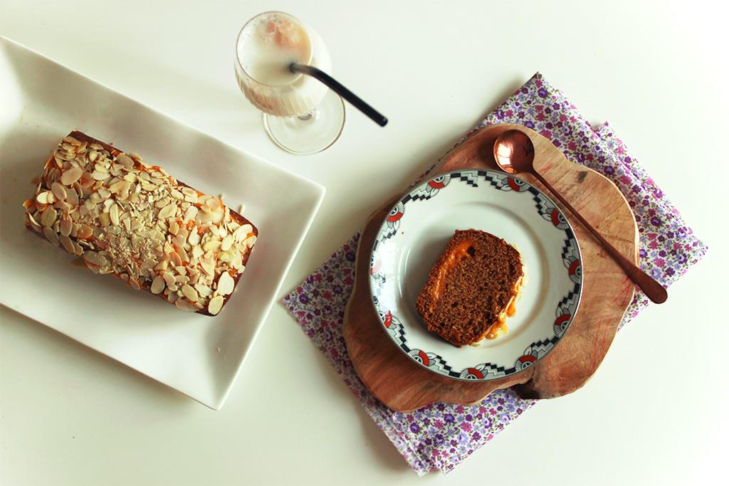 Cake à la crème d'abricots et amandes effilées
