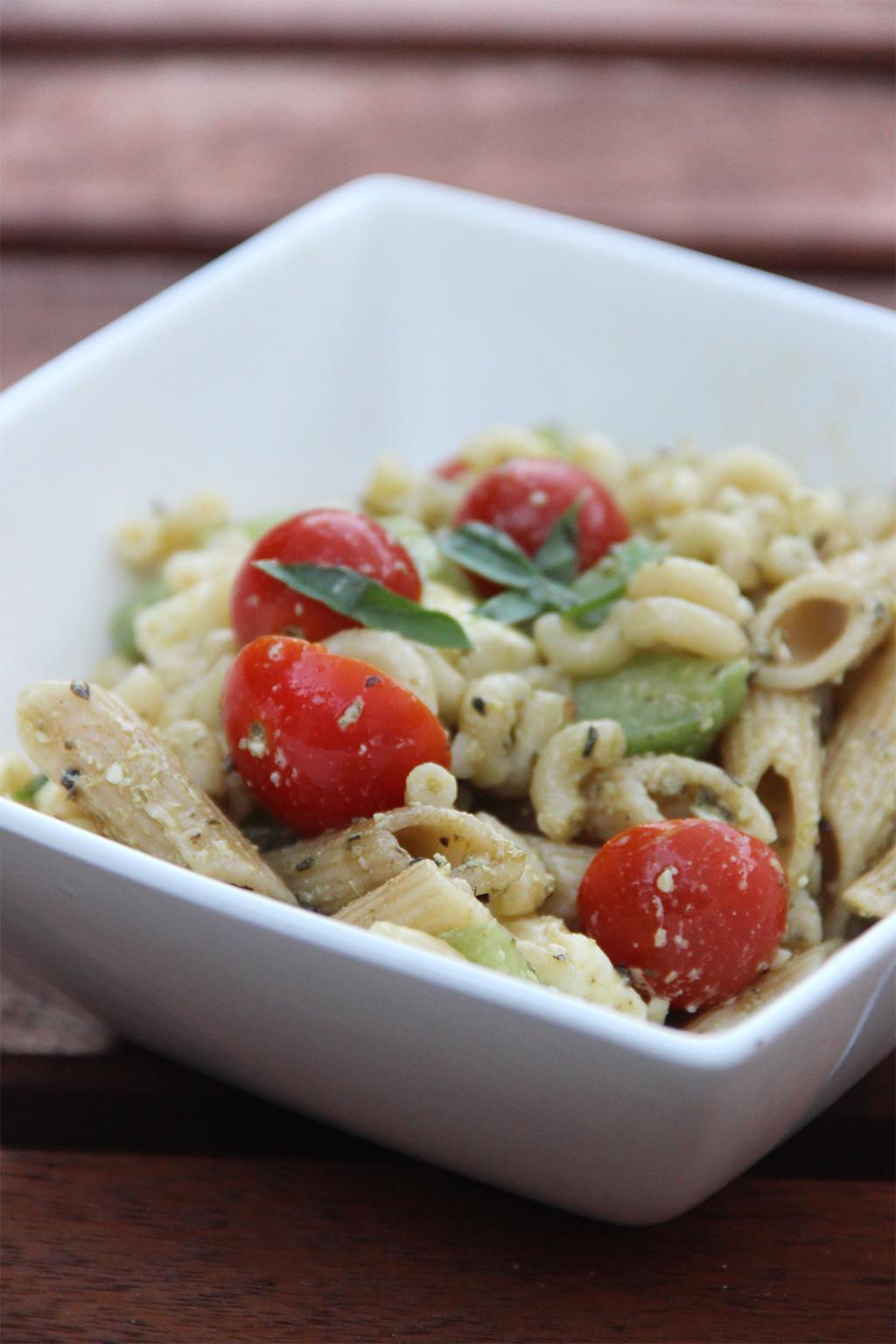 Salade pesto feta basilic