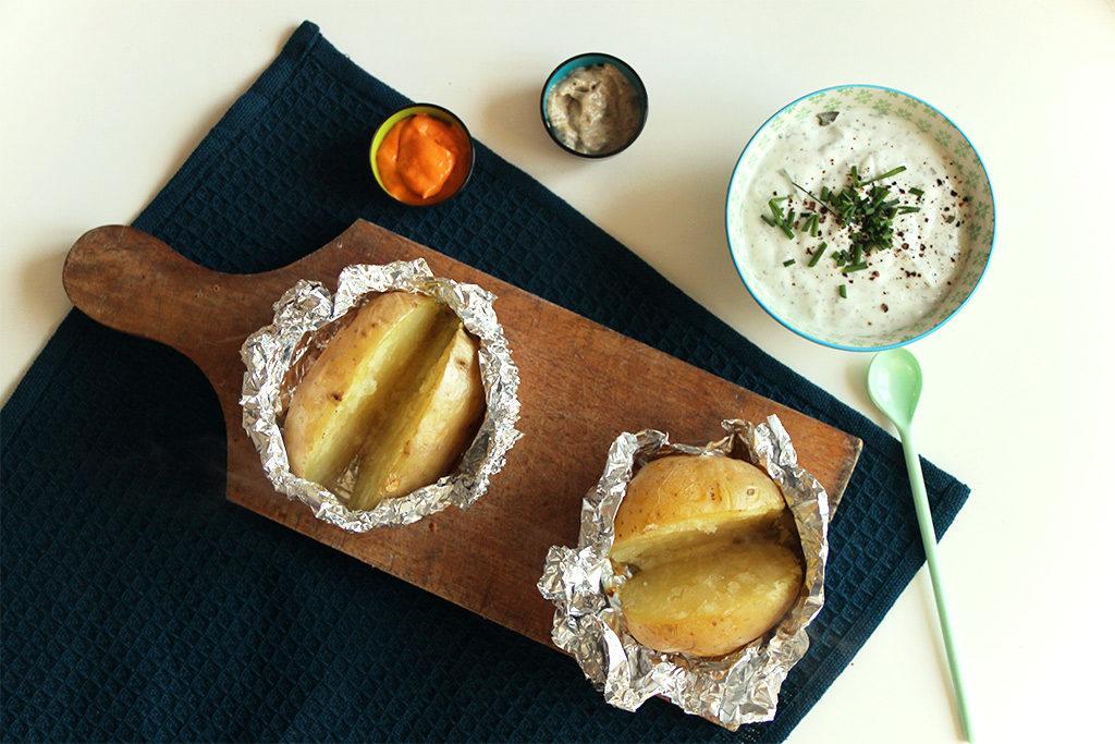 Pommes de terre au four et sauce à la menthe