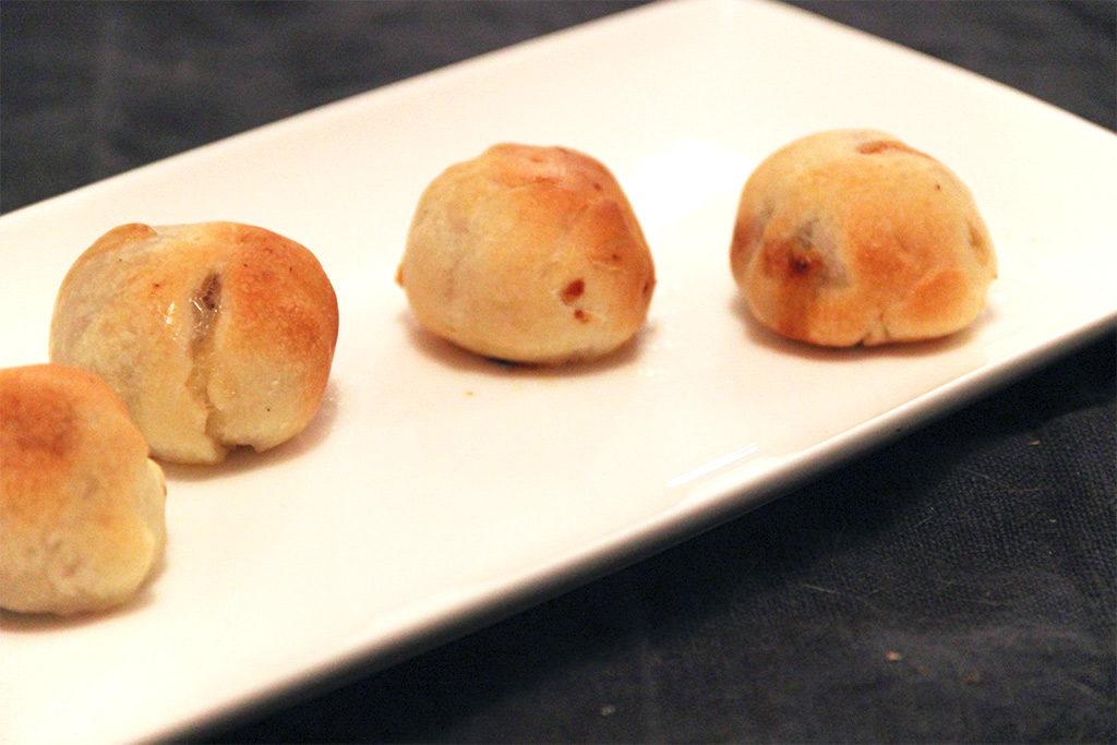 Petites bouchées farcies au porc, miel et moutarde