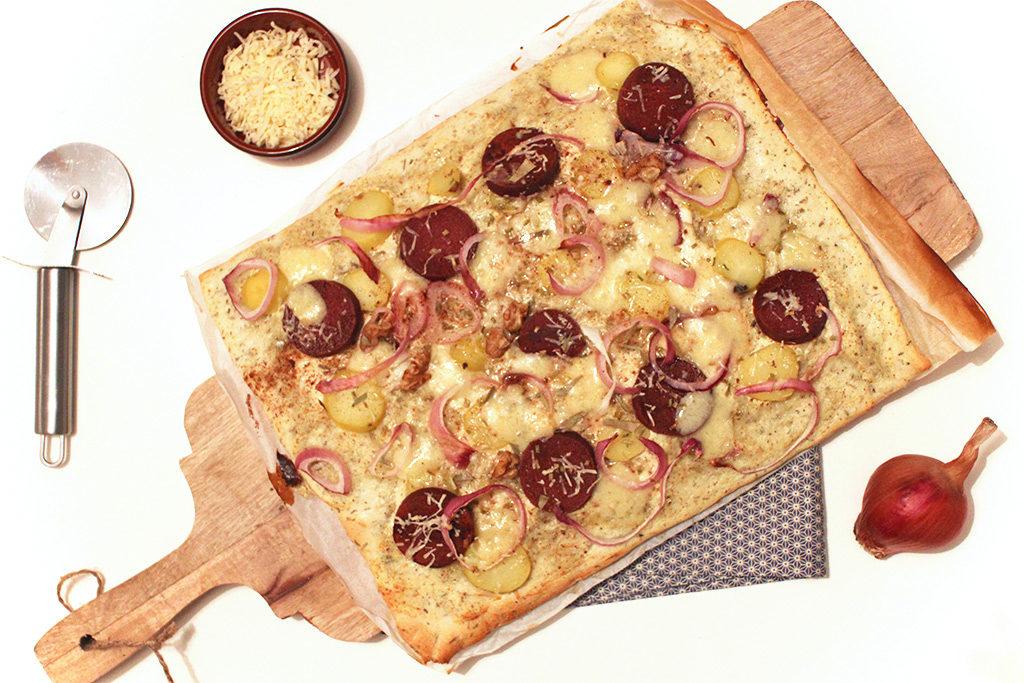 Pizza au comté, saucisse et pommes de terre