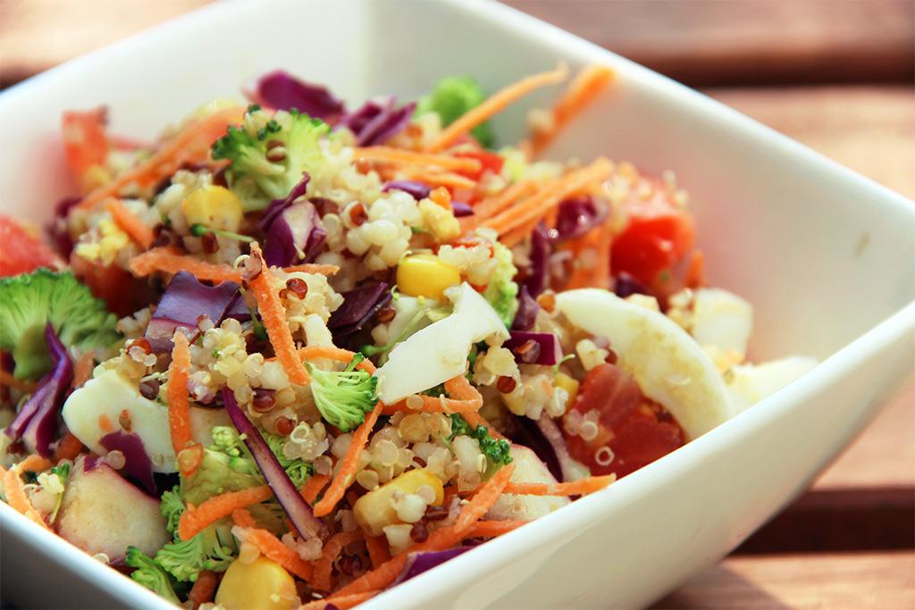 Salade de quinoa arc-en-ciel